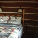 Queen bed, no head room on this side - Hummingbird room