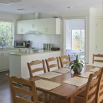Yellow cottage-Dining and Kitchen