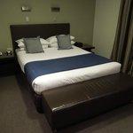 Club Room Queen Bed