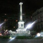 Piazza dei Martiri e il suo obelisco dedicato ai martiri Napoletani