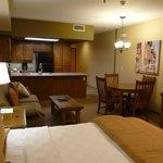 Küche, Lounge und Eßbereich der Suite