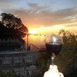 bom vinho e por do sol do terraço