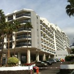 Hotelanlage, Ansicht von der Strasse