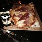 Pizza et bière Corse à la châtaigne