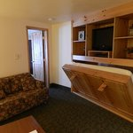 Small Suite 115 - Murphy Bed