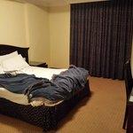 صورة من غرفة النوم ...... وأعتذر عن الكركبة ^_^
