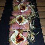 Rebaná de salmón, manzana y queso de cabra