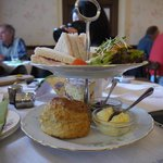 Tradtional afternoon tea: Cold meat Sandwich and Victoria sponge cake