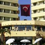 Restaurant unten-Aussenbar und Hotelgebäude