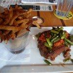 Meatloaf & seasoned fries