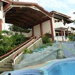 Vista desde del hotel la piscina