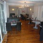 petite salle  de restaurant de 30 couverts