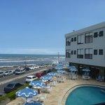 Hotel Dunas Prais em Torres - vista da piscina e praia