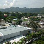 Vista da avenida onde fica o hotel