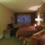 CRT TV, comfy beds, good AC