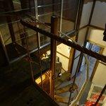 спускаемся по лестнице из-под крыши
