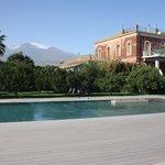 Piscina frente al Etna