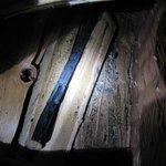 Buchette calcinée dans le panier à bois