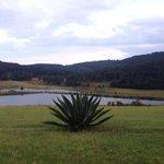 vista del lago principal afuera de la hacienda