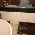 kaca toilet berjamur,kotor