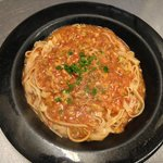 Spaghetti w/ Red Clam Sauce Served w/ Salad & Homemade Garlic Sticks
