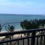 ホテルのフロントから見た、ビーチ