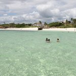 Garoda e spiaggia visti dalla barca