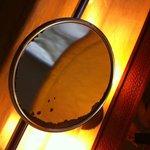 Falta de mantenimiento, espejo baño