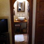 View into the bathroom in Berbère room