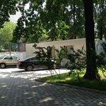 Территория отеля и паркинг