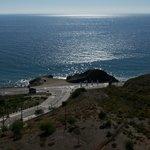 Vom Balkon auf die Landstrasse und Meer