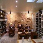 A cave da Loja onde são guardados os vinhos de melhor qualidade.
