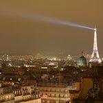 Vue de nuit sur la Tour Eiffel