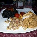 doppio cous cous: nero di seppia con ricci di mare e pesce misto con fritto