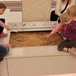 Детишки на раскопках