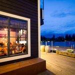Public Kitchen & Bar Stunning Lake View