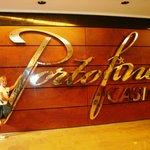 Cassino Porto Fino localizado no térreo do Hotel.