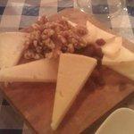 Tabla de quesos: Idiazabal & Roncari