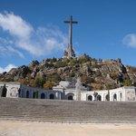 Desde la explanada, vista hacia el monumento