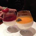 pannacotta à la mangue et aux fruits rouges