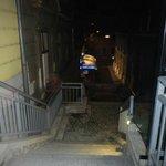 Escalera en calle cortada