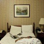 Сама кровать, не нашел фото с заправленной кроватью