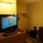32in flat screen TV & Chest of drawers