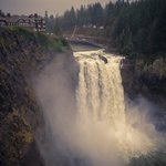 Lovely lodge overlooking spectacular Snoqualmie falls