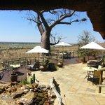 Restaurant-Terrasse mit Flussblick