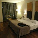Bedroom -- Kingsize bed