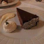 Postre en el Restaurante. Torta de chocolate.