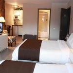 Deluxe double room with 2 double beds and kitchenette
