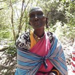 Beautiful Maasai Women who creates jewelry