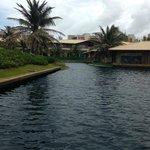 O hotel é rodeado de lagoas
